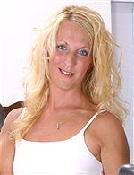 Jackie AllOver30 Bee AuntJudys Rain mature.nl