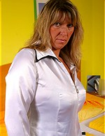 Tracey from mature.nl