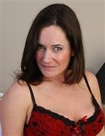 Who is this awesome brunette milf ?