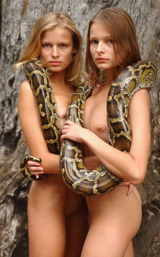 hot nud snakes girl