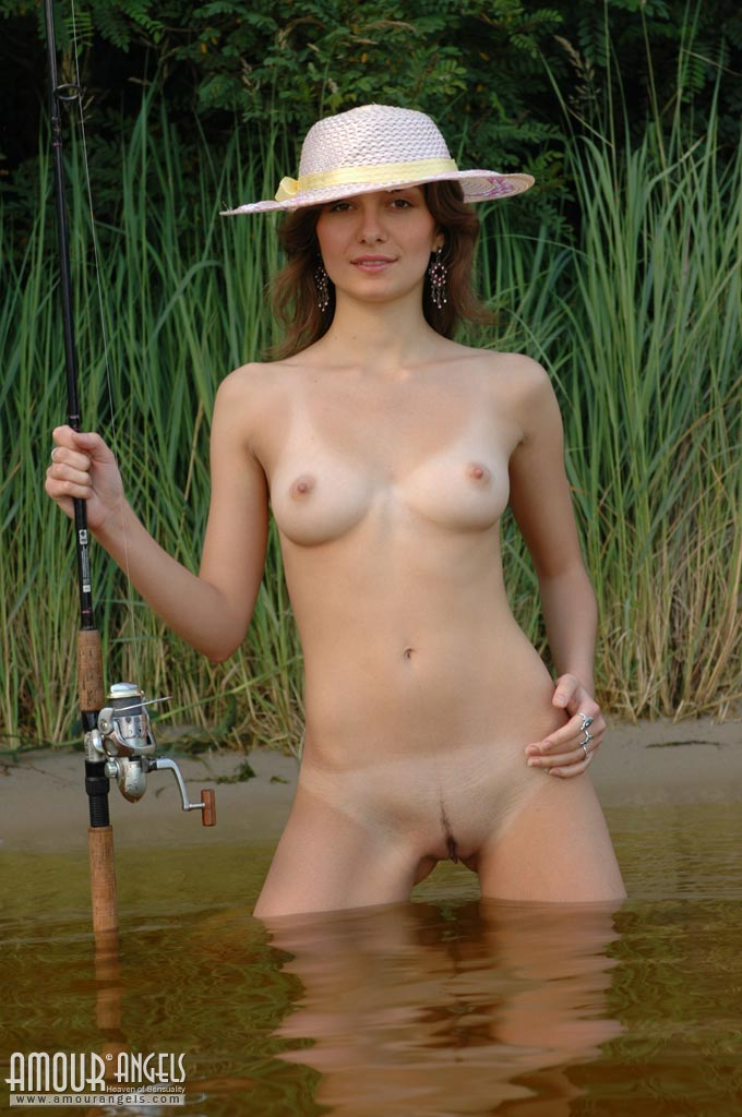 girls nude fishing